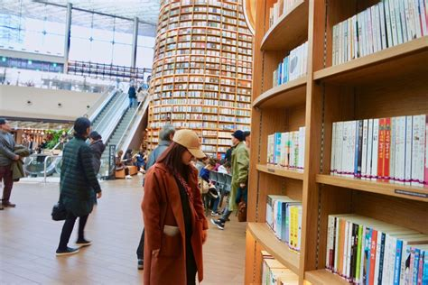 Starfield Library: A Must See in COEX Mall Gangnam, Seoul