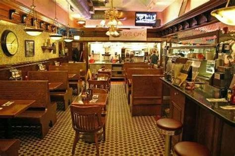 Yours Truly Chagrin Falls interior - Picture of Yours