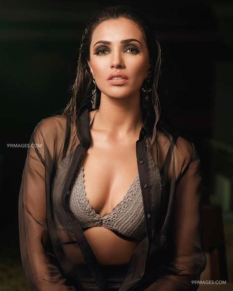 [75+] Akshara Gowda Hot HD Photos & Wallpapers for mobile