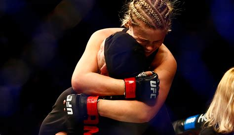 Twitter reacts to Paige VanZant's submission win at UFC