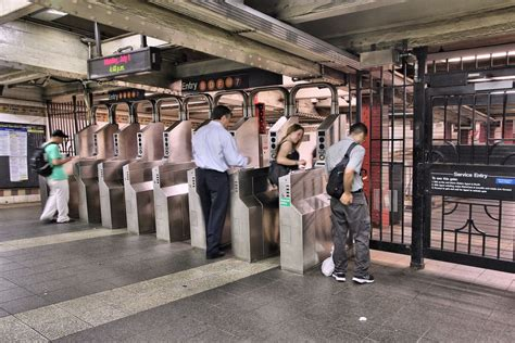 Take two: MetroCard machines won't accept credit cards for