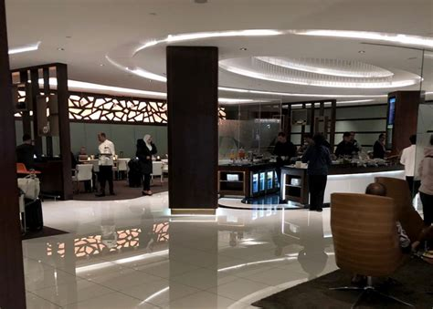 Etihad Business Lounge at Abu Dhabi Airport   Cafes and