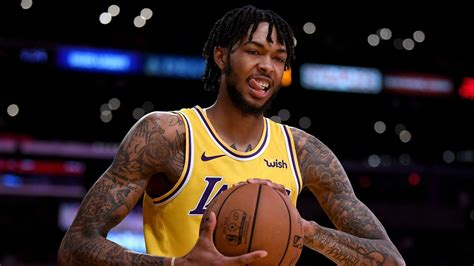 NBA wrap: Lakers fall to 76ers despite career game from