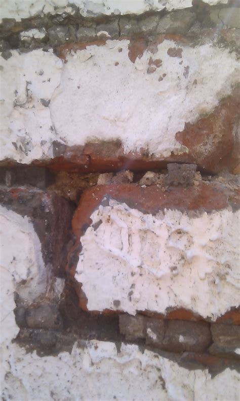 brick - Would replacing old mortar for new prevent water